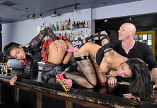 Bonnie Rotten & Skin Diamond blowjob