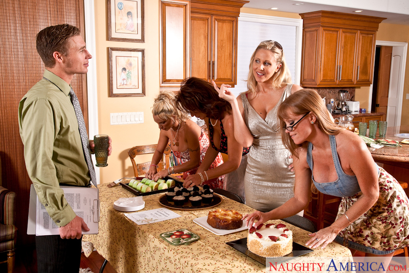 Porn star Darla Crane, Deauxma, Holly Halston & Julia Ann getting ready