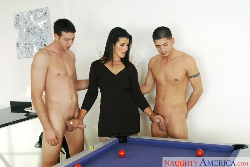 девушки и парни фото голые