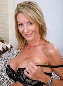 Mrs. Starr (anal):Friend\'s Mom, MILF, Bed, Bedroom, Anal, Big Fake Tits, Blonde, MILFs, Piercings, Tattoos