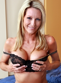 Mrs. Starr:Friend\'s Mom, MILF, Bed, Bedroom, Big Tits, Blonde, Blow Job, Facial, Fake Tits, Mature, MILFs, Shaved, Tattoos