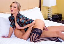 Nicole Aniston sex position1