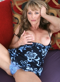 Shayla LaVeaux:Cougar, Stranger, Couch, Living room, Blonde, MILFs, Petite