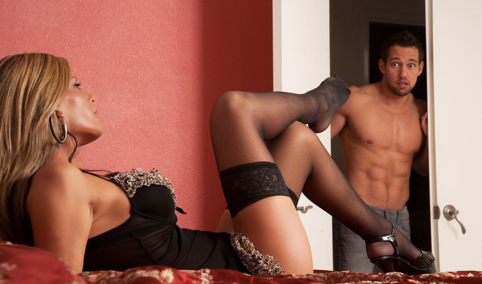 Секс девушка соблазнила парня онлайн бесплатно 27 фотография