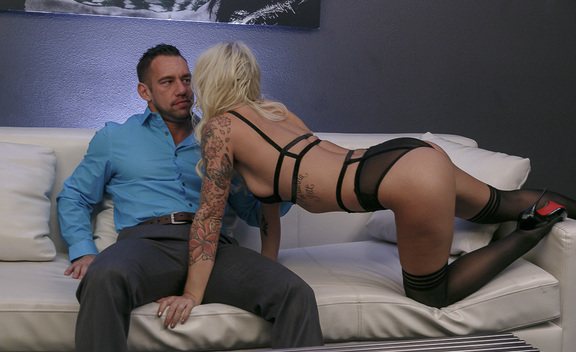 Brooke Brand & Johnny Castle  in Tonight's Girlfriend - Tonight's Girlfriend - Sex Position #1